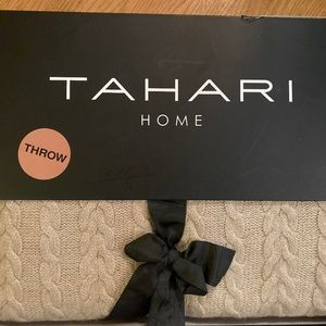TAHARI THROW Color Taupe100% Cashmere NEW Price dr